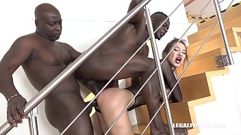 Big booty Vixen Nikki Dikki vs 2 Big Black Bulls Asshole destruction porno izle