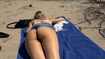 Asian teenage - Naked teen at beach
