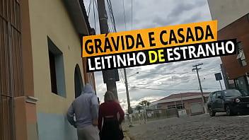 Cristina Almeida Grávida tomando leitinho de desconhecido no carro, mas antes saiu com o salto cheio de porra na rua.