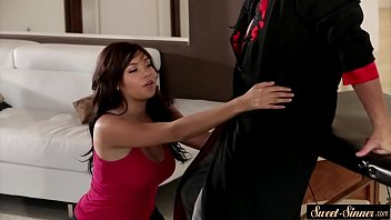 Young masseuse banged by fat older cock