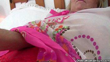 Grandma's pussy needs finger fucking Vorschaubild