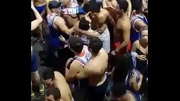 Vários gays beijando no Carnaval 2018 porno izle