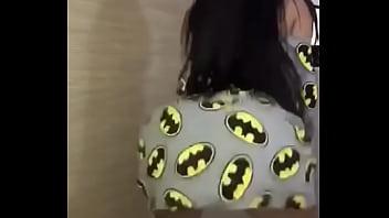 Novinha dançando de pijama