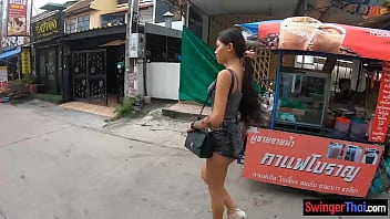 Petite Thai teen amateur sucks and fucks hung foreigner