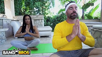 Bangbros - Black Yoga Newbie Kira Noir Gets Fucked By Pervy Instructor