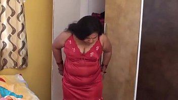 HOT AUNTY CHANGING HER DRESS FOR PLAYINY