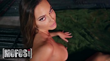 I Know That Girl - (Abigail Mac, Will Pounder) - Being Squeezed - MOFOS