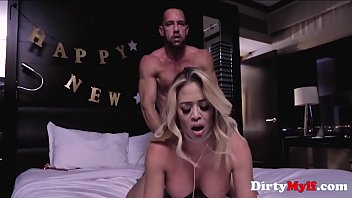 New Year MILF Pussy Party- Mia Lelani
