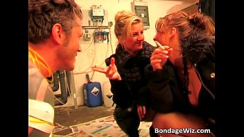 Twin sisters play bondage with this man Vorschaubild