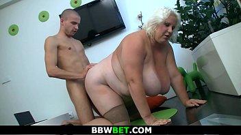 Fat girl fucking skinny guy Skinny guy doggy-fucks blonde bbw