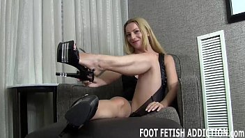 Porn to my email - I found out about your foot fetish
