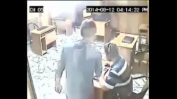 Patrão pega no flagra funcionário batendo punheta kkk