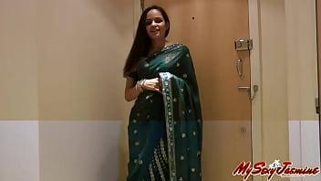 Pretty Girl Jasmine in Sari strips to show us pornhub video