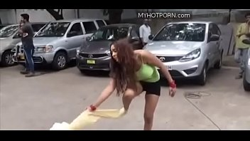 Sri Reddy Removes her dress openly video Preview