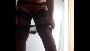 Baila sexy en liguero y medias hermosas piernas