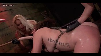 Wils lesbo getting pussy rammed