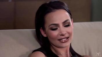 Kim Kardashian Gets fingered