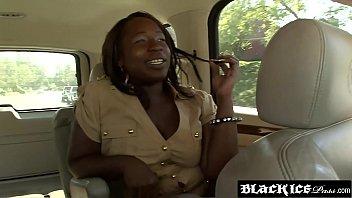 Черная толстушка Kelly Rayne кончает после анала