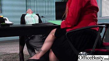 สาวมาสัมภาษงานโดนรองหัวหน้าก้มเลียหีโดยที่หัวหน้าไม่รู้เลยสักนิด