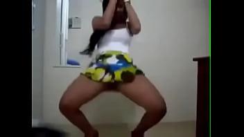 Mulher gostosa mostrando a bundinha e dançando - Site na descrição