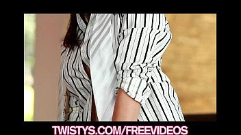 Beautiful brunette Sunny Leone shows off her big-tits thumbnail