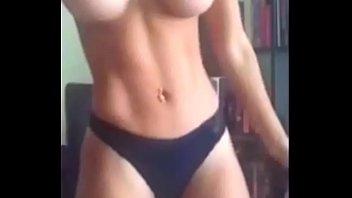 Fitness hot nude Bellissima fitness latina balla a ritmo di reggaeton