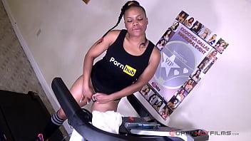 Ebony Whore gets off on the treadmill 2/4