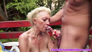 Mature boomers - Saggytit mature banged outdoors
