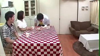 Japonesa teniendo sexo en la cocina
