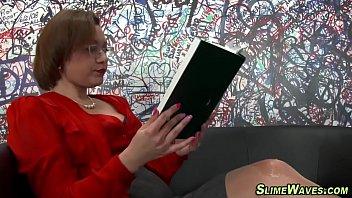 Horny slut gets bukkaked