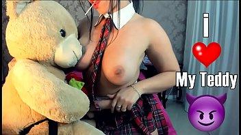 Web teen log Sexy teen college teddy bear strapon blowjob fucking novinha estudante safada brincando com urso chupando e dando a bucetinha