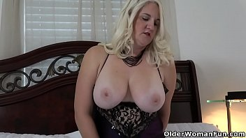Florida Milf Anna Moore Dildos Her Needy Cunt