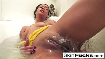 Ebony Skin Diamond's sexy and naughty bath playtime!