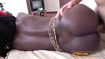 Masturbating African Amateur Gets Surprised with REAL DICK 3分钟