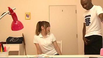 ครูพิเศษต่างชาติกับสาวน้อยที่แอบเย็ดกันตอนที่เรียนสเปิร์ม