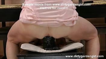 Really huge black dildo in Dirtygardengirl anal hole Vorschaubild