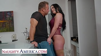 Naughty America - Jennifer White gets neighbor's big cock 5分钟