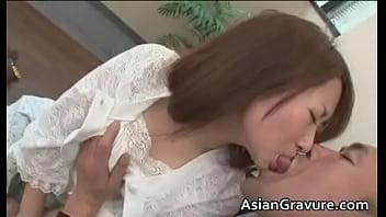 【美人妻ベロチュウパイ揉み】美人妻がおっさんにベロチュウされているうちに発情して美乳揉みまくられる。