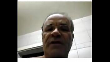 JEAN MICHEL OBERLI 60 Y OLD MASTURBATION DEVANT UNE MINEUR A LA WEBCAM