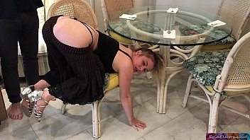 See em cum Stepmom stuck under the table - erin electra
