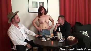Hard 3some with oldie after strip poker Vorschaubild