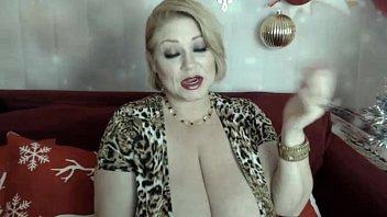 sexy big boob bbw in a low cut dress  Samantha 38g