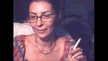 porno cu o matura fumeaza si isi arata tatele la web