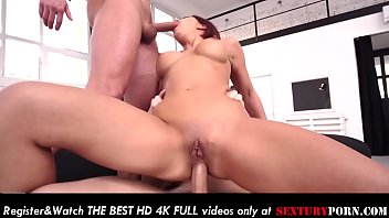 Slutty sister Katie gets her ass fucked in threesome! صورة