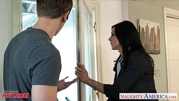 Superb mom Kendra Lust gets nailed Thumb