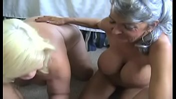 hottest GILF Cheyanne giving blowjob and recieves cum