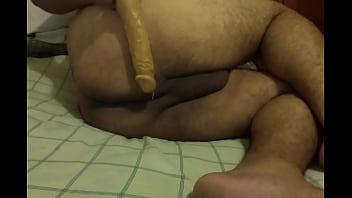 Fat ass gay dildo Gordo pasivo se mete consolador por el culo
