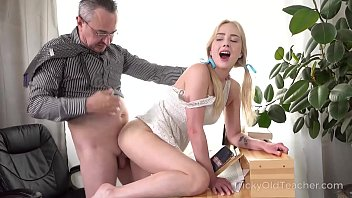 Tricky Old Teacher - Cute blonde works hard to get education porno izle