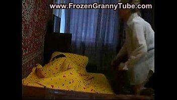 La cameriera l'ha dato al suo piccolo papà mentre dormiva https: //twitter.com/TaiszinhaMM/status/1110646443164028930? S = 19