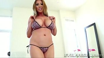 Kiana Dior Loves to suck cock